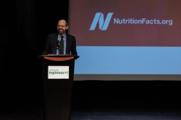 Dr. Greger takes the stage (Algonquin Commons Theatre | photograph by Kevin Daly)